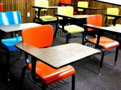 school-desks_2761298